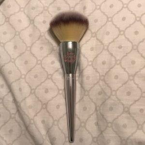 It Cosmetics All Over Powder Brush
